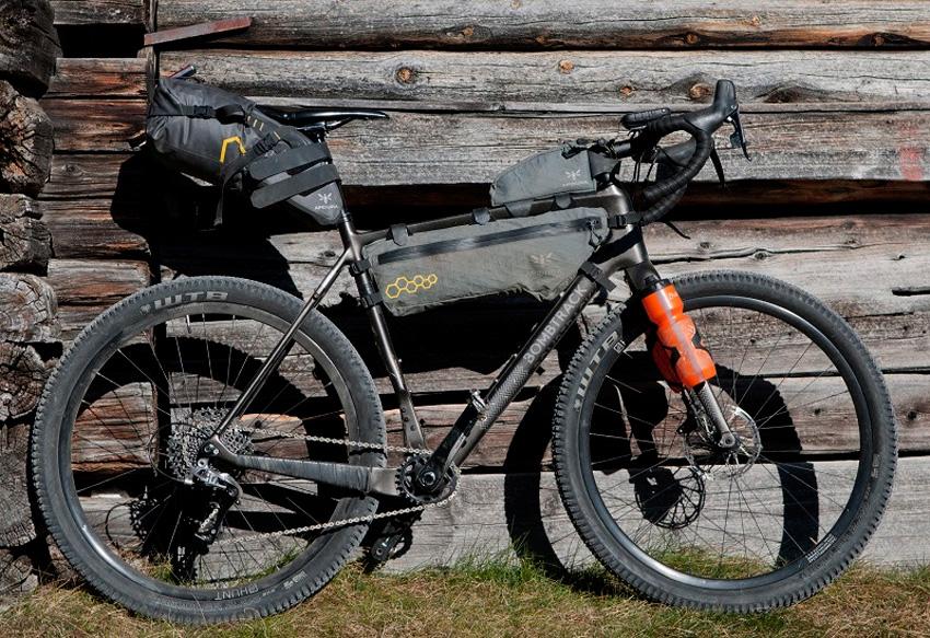 bombtrack-gravel-bikepack-apidura